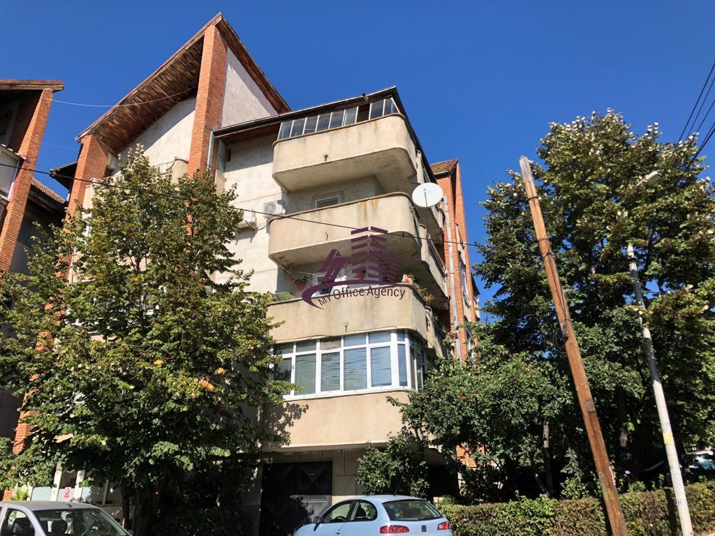 Gara, apartament de inchiriat cu 3 camere, decomandat, etaj 2