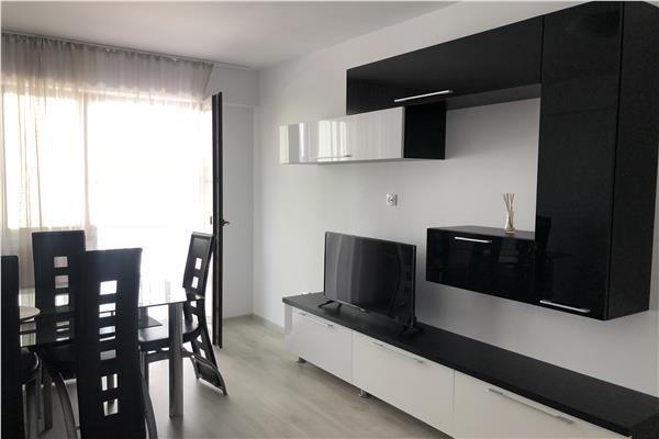Apartament de vanzare 2 camere, decomandat, mobilat, gradina proprie